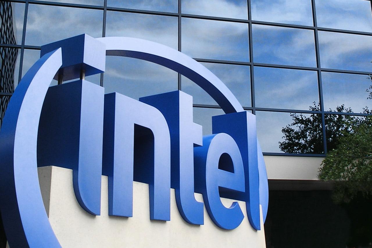 Logotipo de Intel en su sede