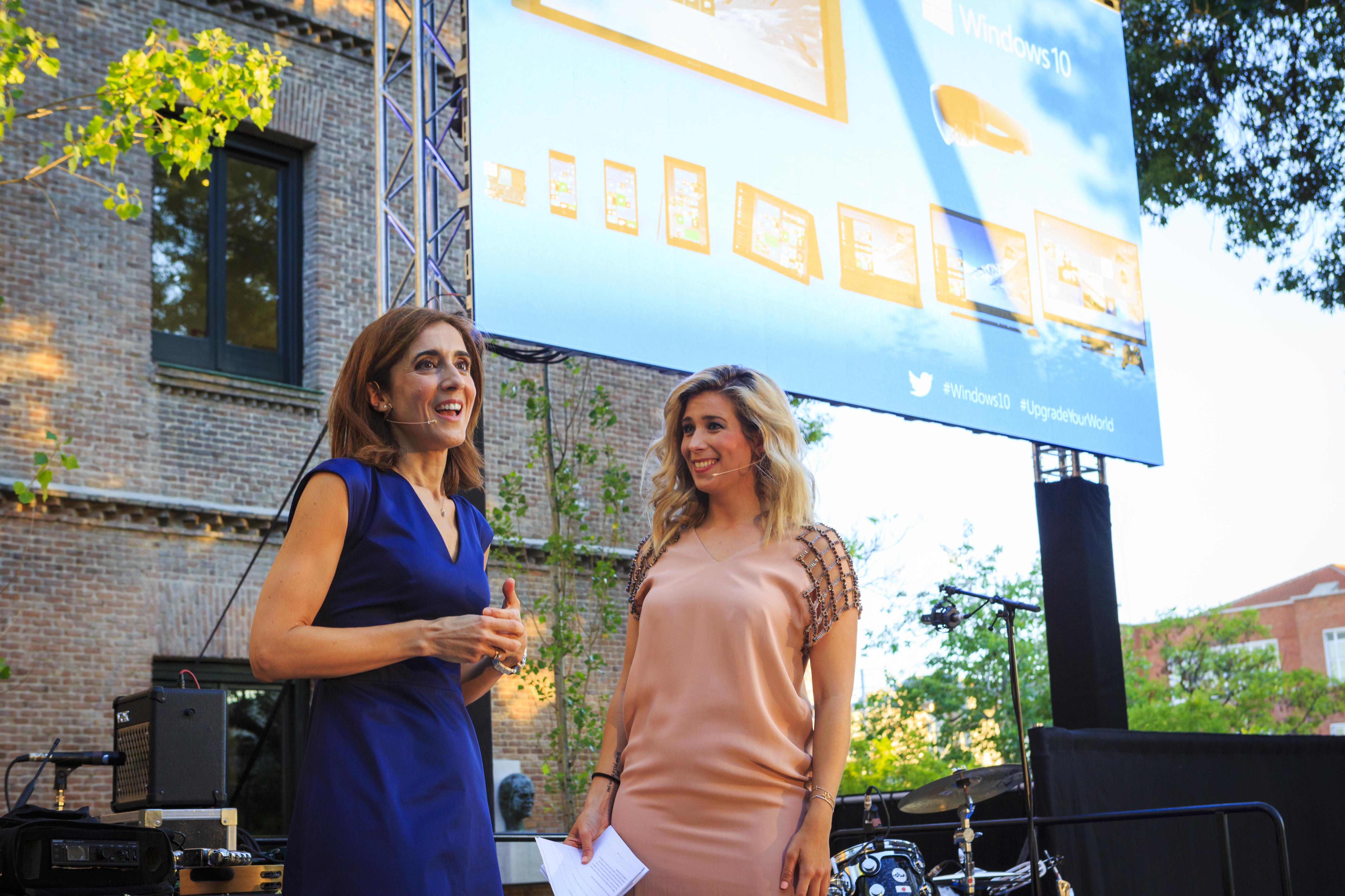 Pilar López, presidente de Microsoft España, y Carolina Boscá, presentadora del evento