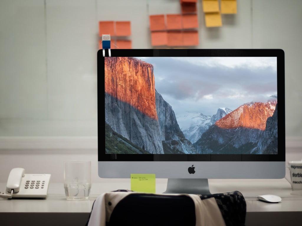 Fotografía publicitaria de un Mac con el sistema operativo OS X El Capitan