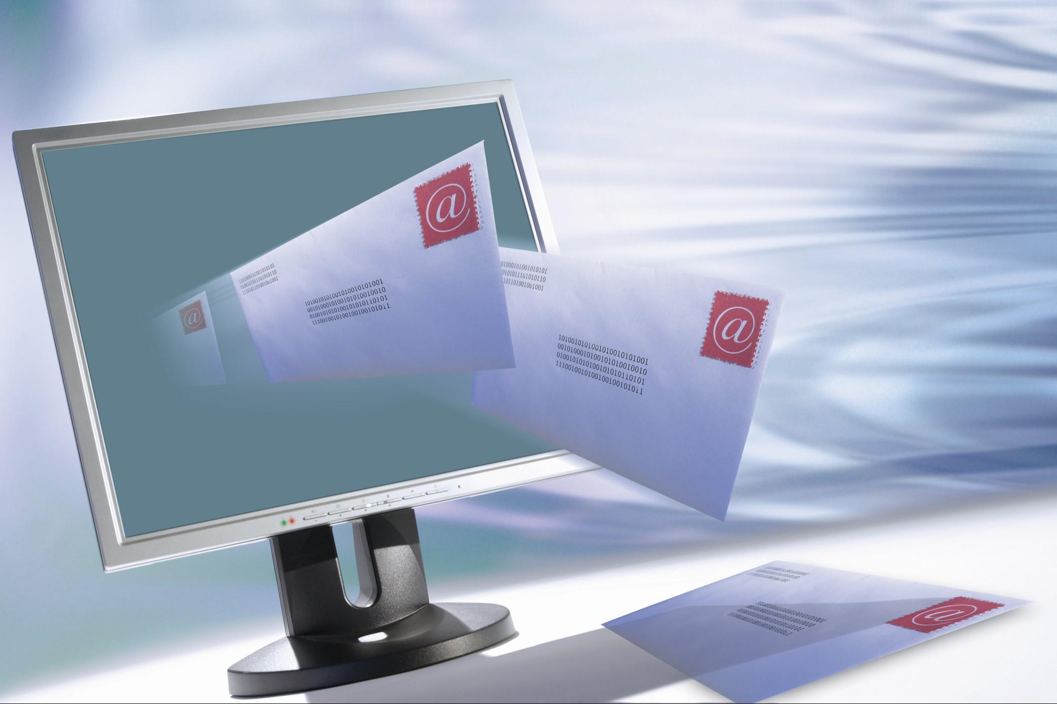 Representación de cartas saliendo de la pantalla