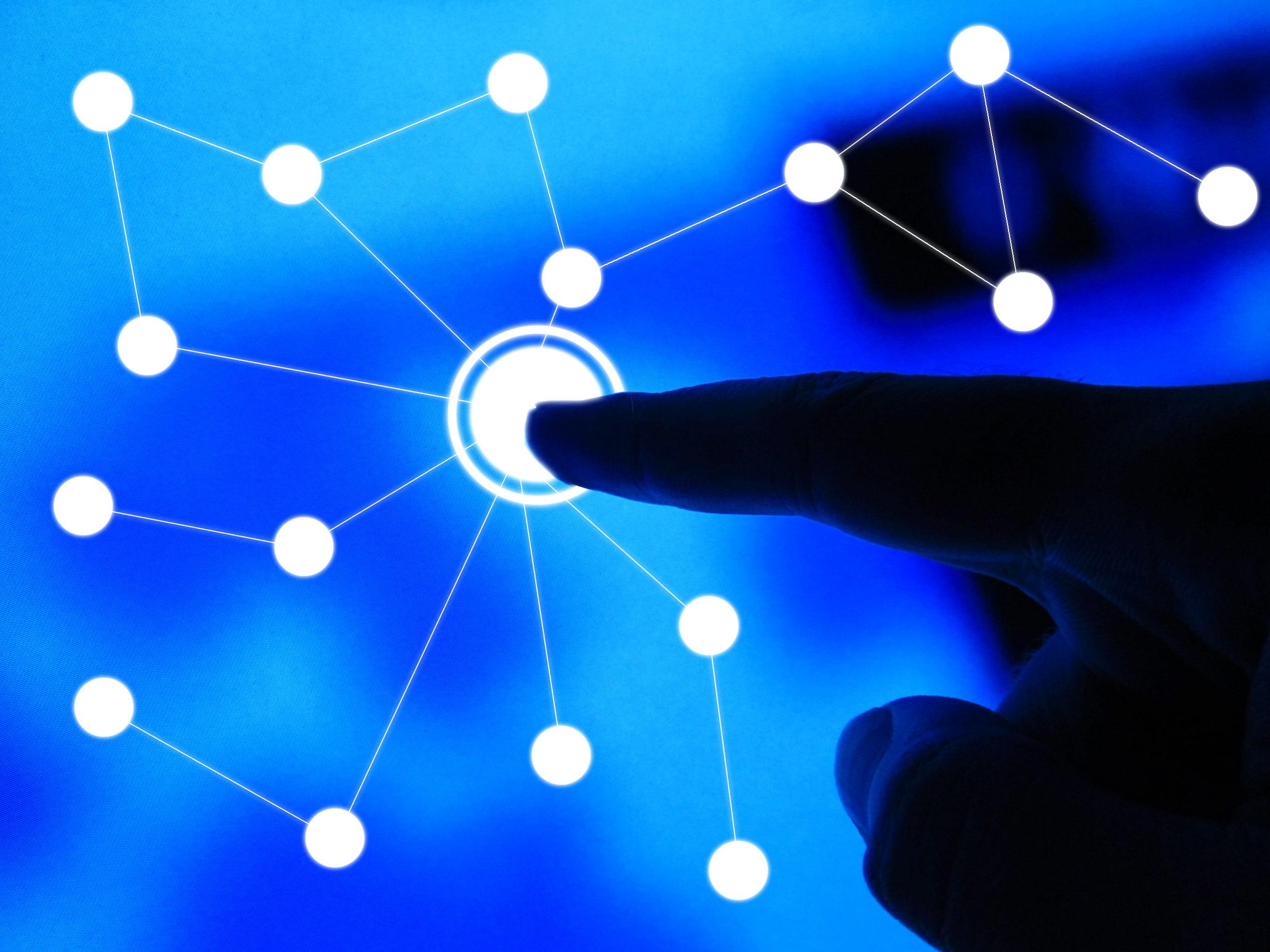 Conexiones dentro de una red representadas por puntos