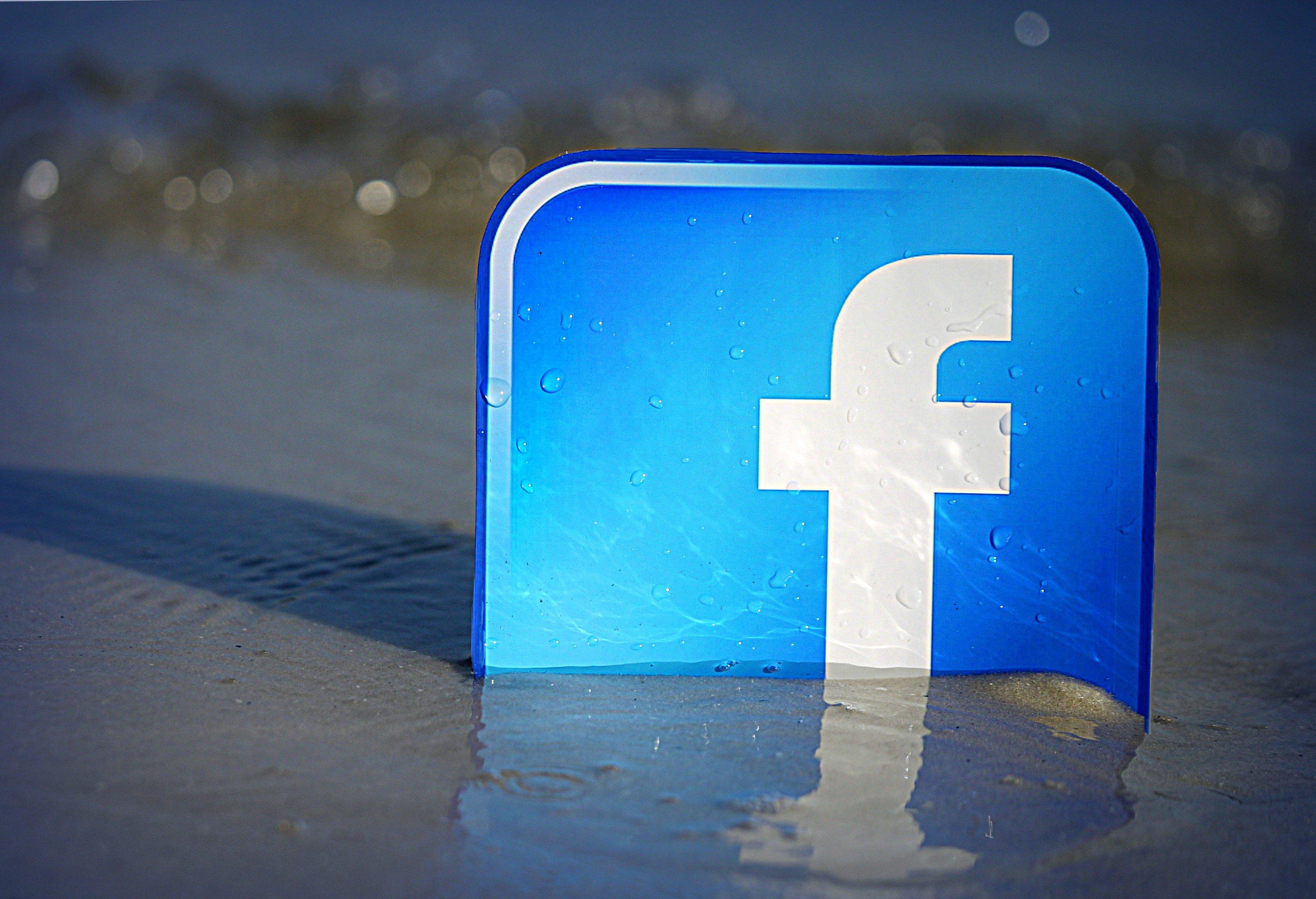 Facebook ya dispone de app universal en Windows 10