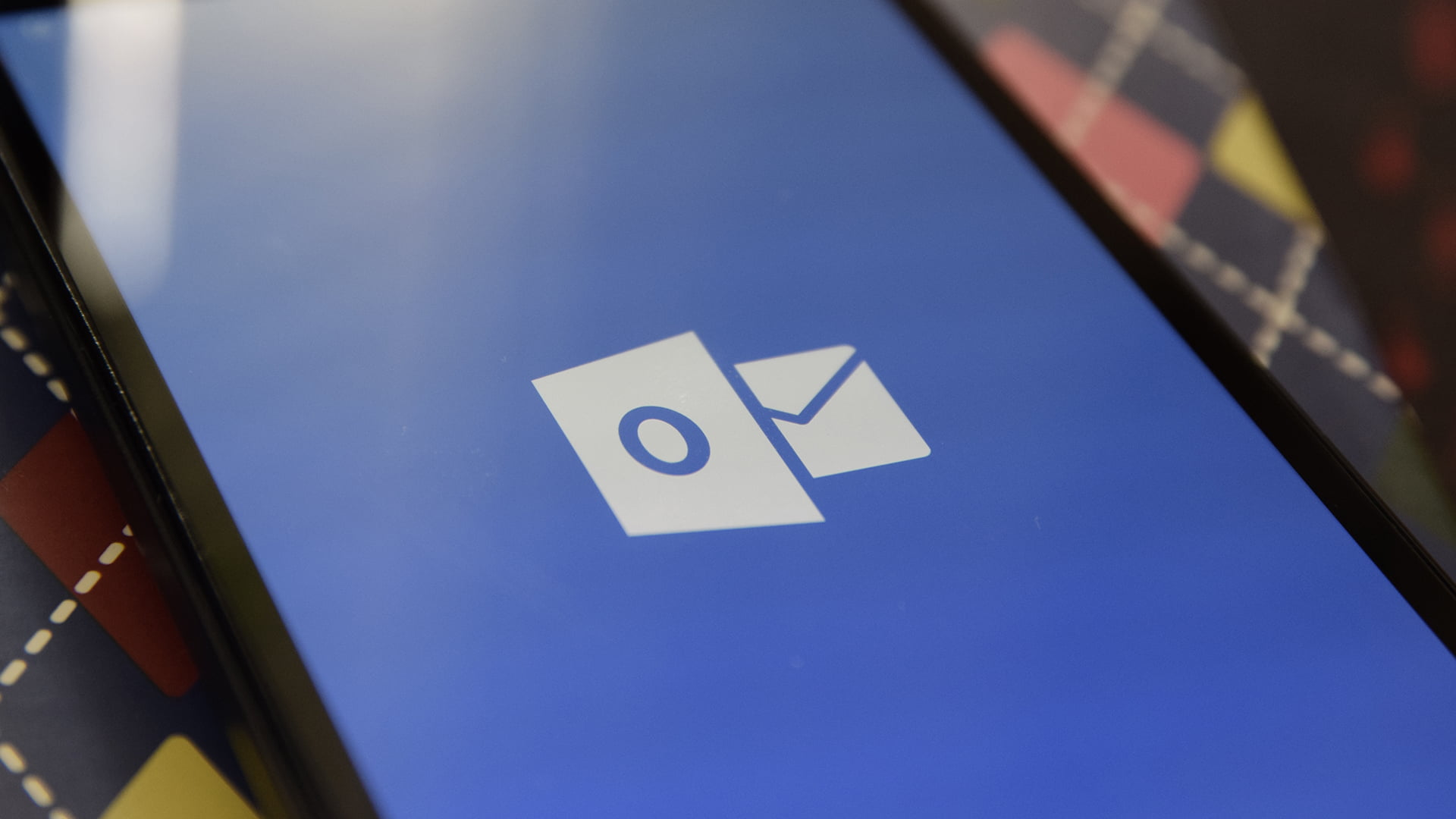 Splash screen de Correo de Outlook en Windows 10 Mobile