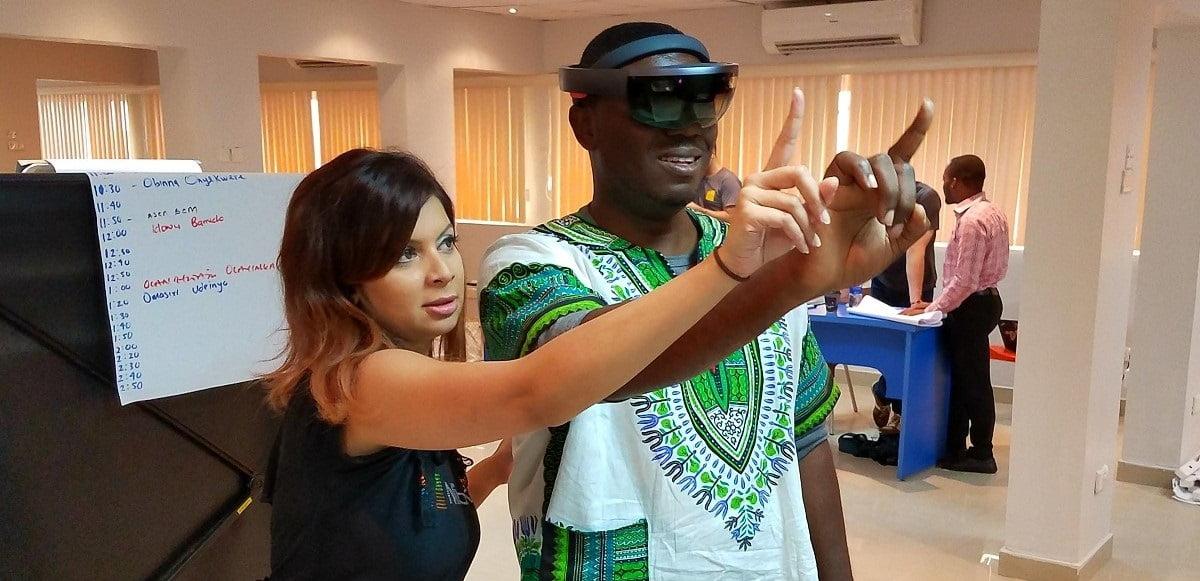 Dona Sarkar muestra las HoloLens
