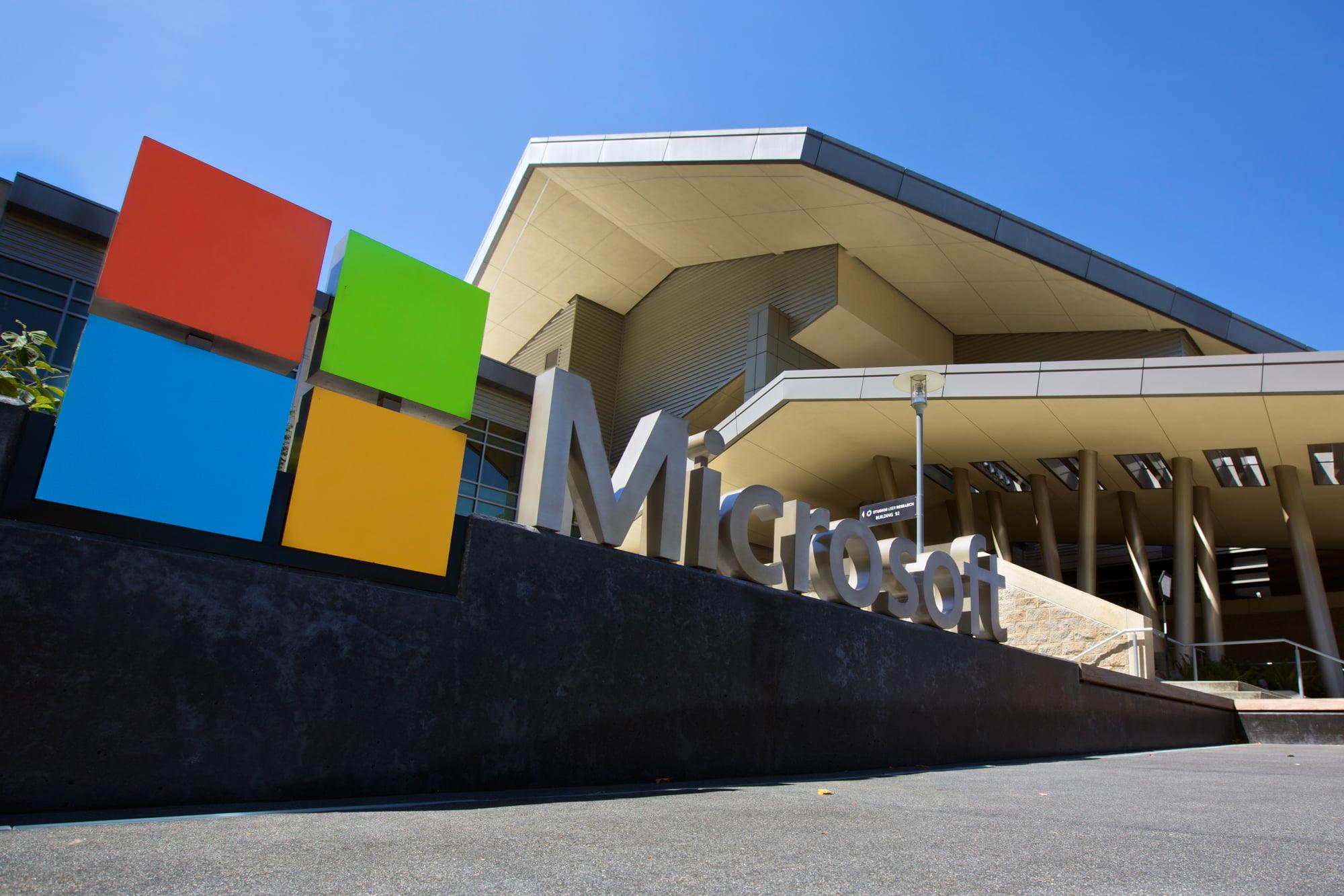 Logo Microsoft en sus oficinas de Redmond