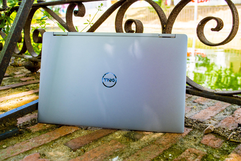 Parte superior del Dell XPS 13 con el logo de la marca