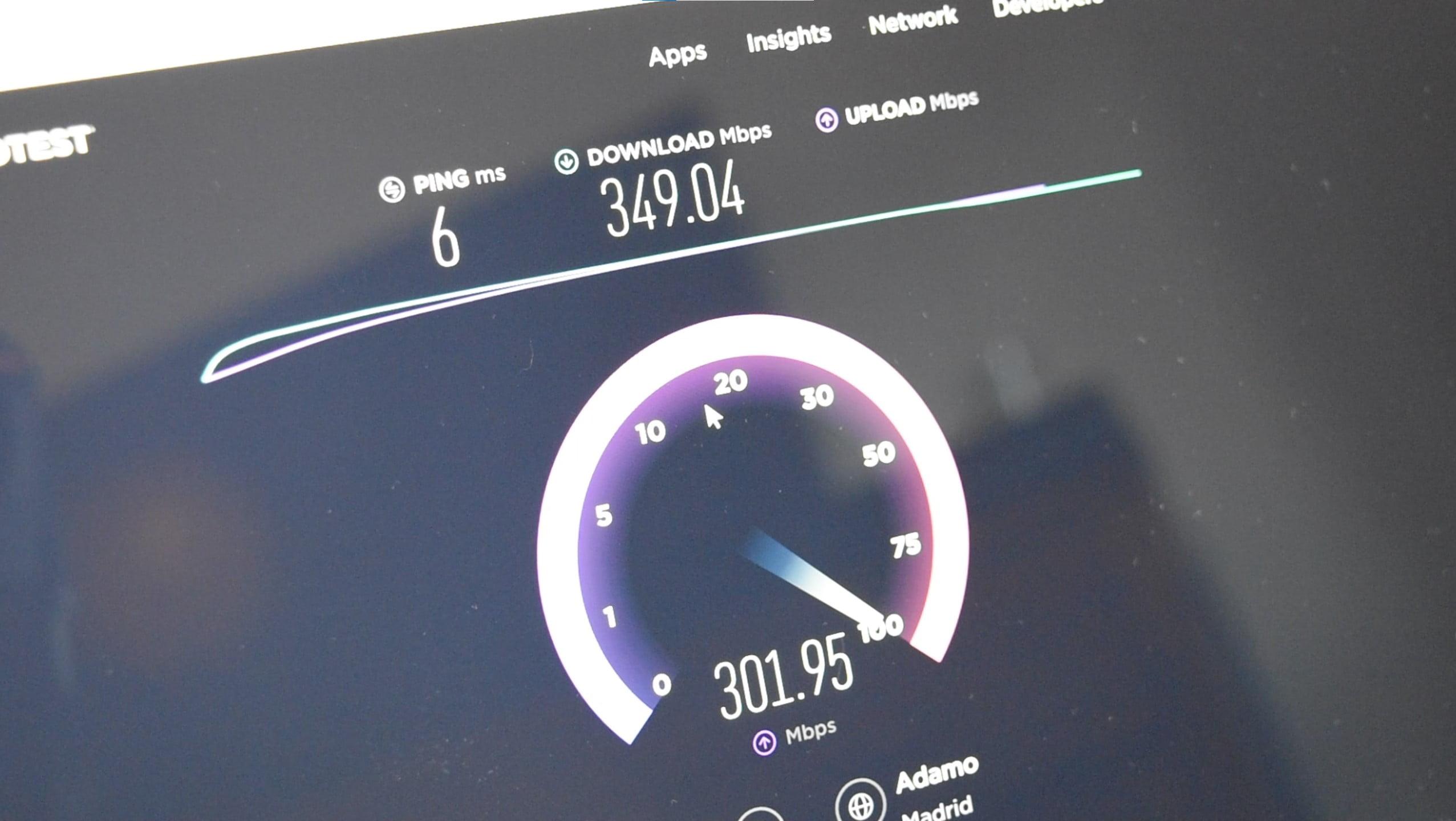 Test de velocidad con resultado de 300 megas por WiFi en Surface Pro X