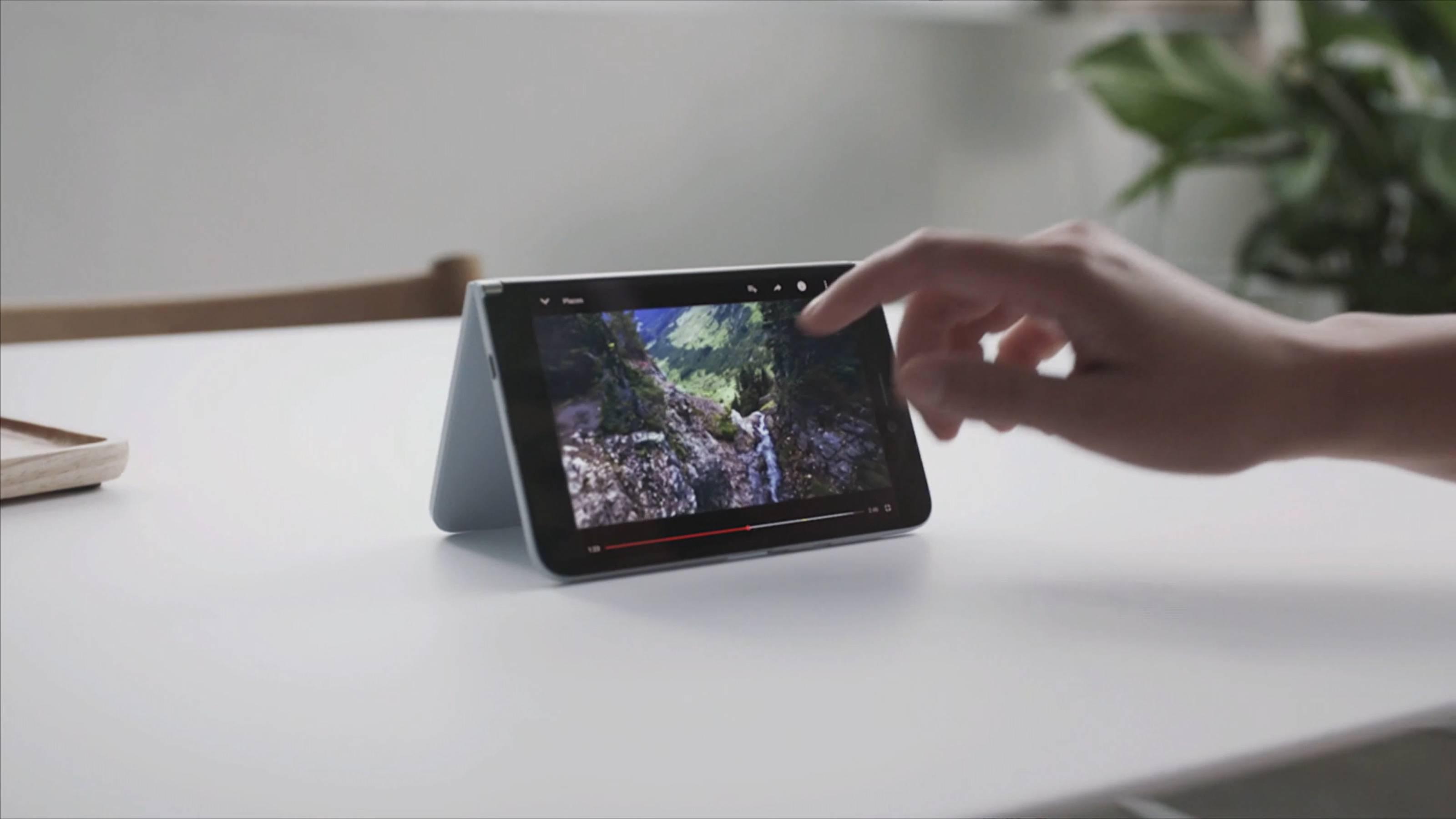 Imagen del vídeo promocional de Surface Duo