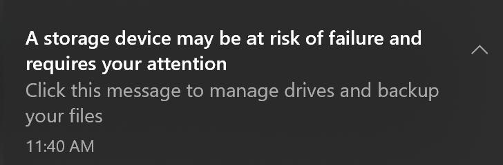 Imagen de la notificación del sistema enviada a los usuarios cuando se detectan anomalías de SSD NVMe.