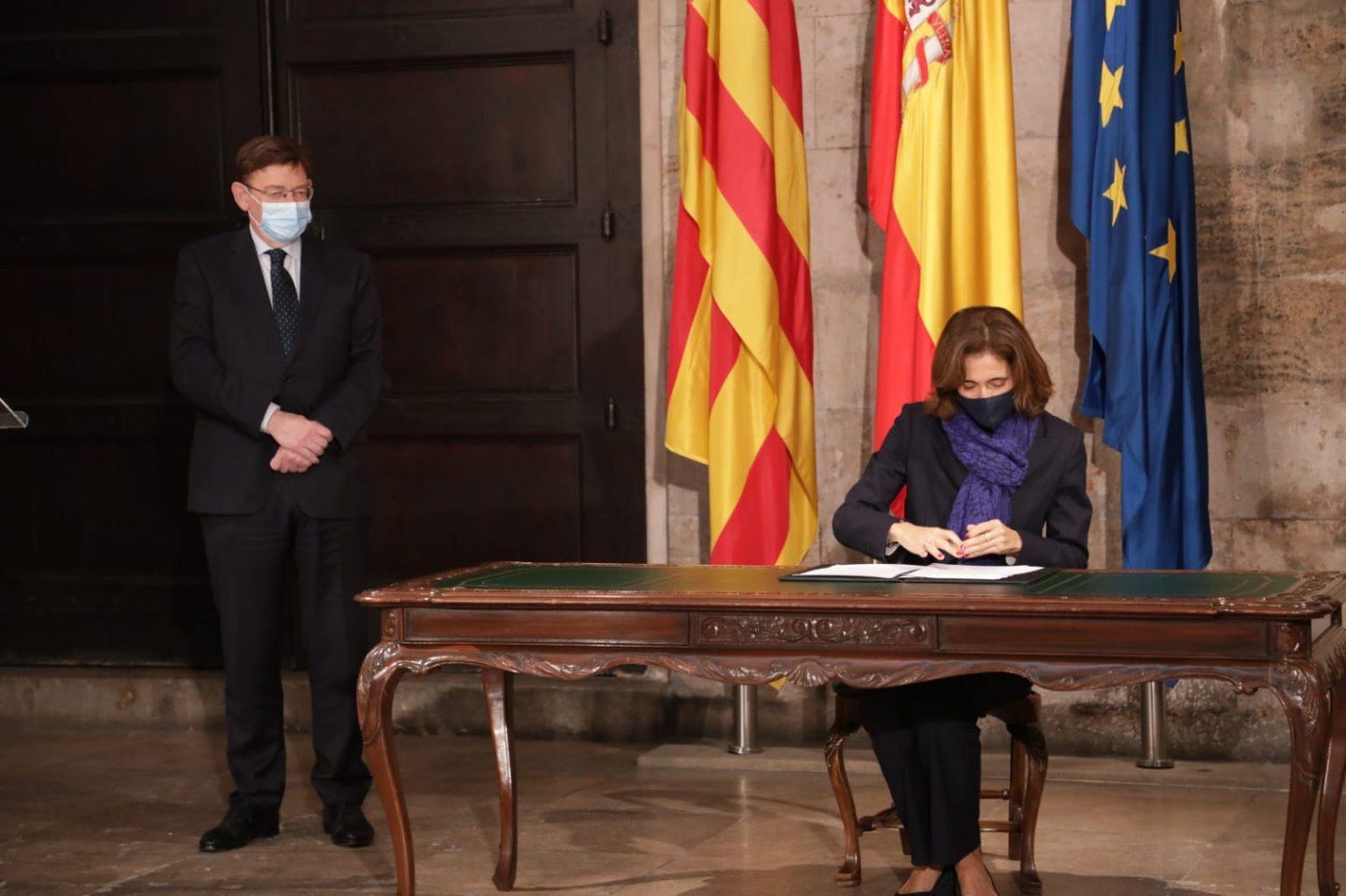 Pilar López, presidenta de Microsoft España; y Ximo Puig, presidente de la Generalidad Valenciana
