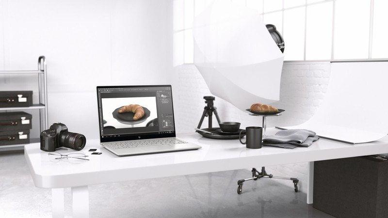 HP Envy 14 con Photoshop en una oficina