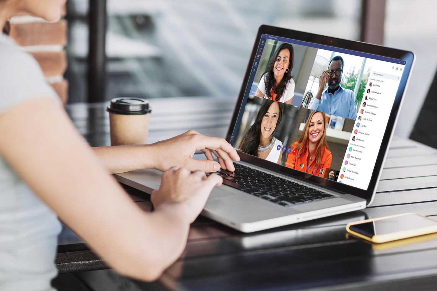 Videollamada en un portátil con Microsoft Teams